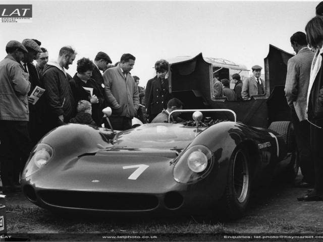 Lola T70 Mk2 Team Surtees